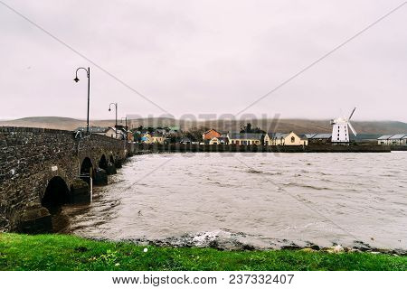 Tralee, Ireland - November 11, 2017: Windmill In The Estuary Of Tralee In The Wild Atlantic Way Agai