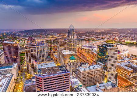 Cincinnati, Ohio, USA skyline from above at dusk.