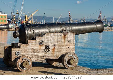 Ancient Naval Cannon (1819) In The Port Of La Spezia - Liguria - Italy - Europe