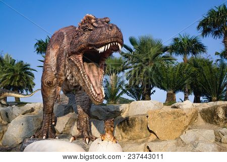 Pattaya,thailand- April 14,2018: Tyrannosaurus Rex Model In A Tropical Garden Park Of Suan Nongnooch