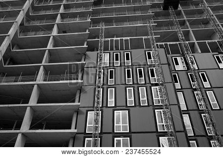 Bracknell, England - April 23, 2018: Black And White, Wide Angle View Looking Up At An Apartment Blo