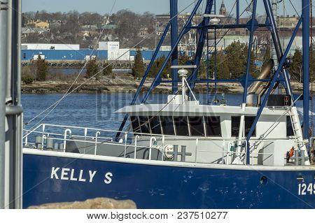 New Bedford, Massachusetts, Usa - April 23, 2018: Fishing Vessel Kelly S Entering The Passage Throug