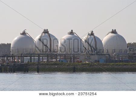 Spherical storage tanks