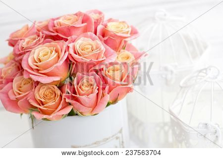 Beautiful Pink Roses In A Round Box. Peach Roses In A Round Box. Roses In A Round Box On A White Woo