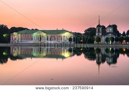 Admirable Pink Sunset Sky Over The Architectural Ensemble Of The State Reserve Museum Kuskovo, Forme
