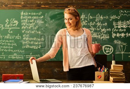 In Teachers Classroom Each Persons Ideas And Opinions Are Valued, Education And Literacy Concept - H