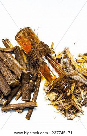 Ayurvedic Herb Liquorice Root,licorice Root, Mulethi Or Glycyrrhiza Glabra Root And Its Powder With