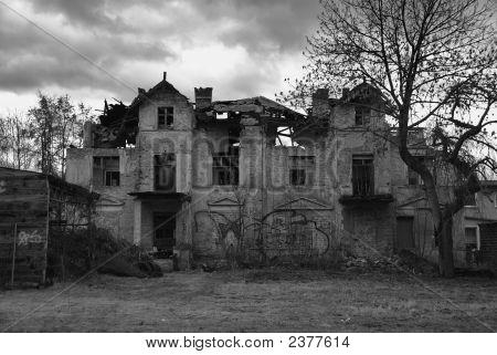 Antigua casa fantasmal.
