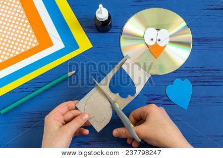 Child Makes Bird From Cd. Step 7