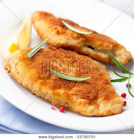 Breaded turbot fillet with rosemary and pink peppercorns