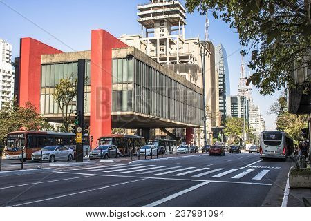 Sao Paulo, Brazil, September 20, 2017. Traffic Jam And Facade Of The Sao Paulo Museum Of Art (in Por