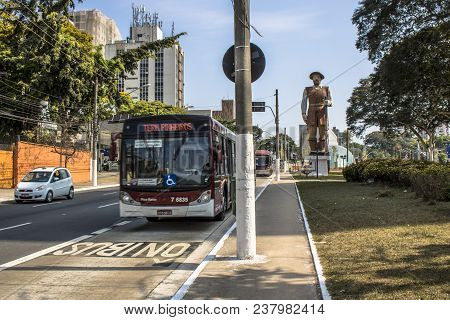 Sao Paulo, Sp, Brazil, September 21, 2017. Statue Of The Bandeirante Borba Gato, Next To The Borba G