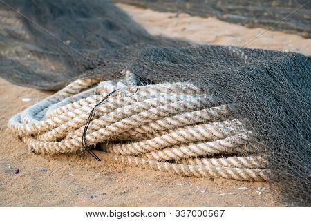 marine rope. marine rope for tying up boats to docks. hemp rope.