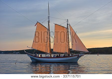 Gloucester, Ma, Usa - Aug. 8, 2015: Schooner Ardelle Sails At Sunset In Gloucester Harbor, Massachus