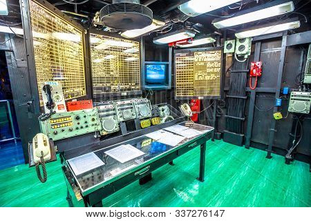 San Diego, Navy Pier, California, Usa - July 31, 2018: Main Battle Station With Table And Maps In Op