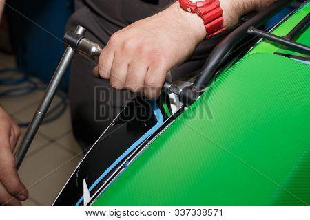 Master Sets The Trunk On The Rear Fender Of The Motorcycle. Replacing The Trunk Of A Motorcycle.