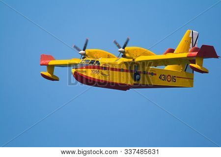 Cadiz, Spain-sep 13: Seaplane Canadair Cl-215 Taking Part In An Exhibition On The 1st Airshow Of Cad