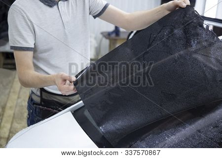 Install Windows Film On The Car. Tinted Windows Of The Car.