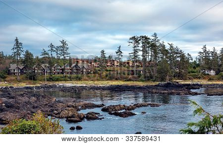 West Coast Of Vancouver Island Near Ucluelet, Shoreside Suites L On The Rocky Shore Of Pacific Ocean