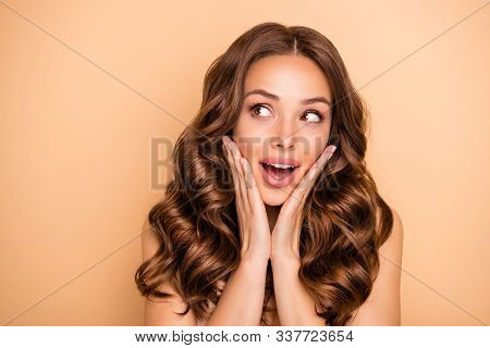 Close-up Portrait Of Nice Attractive Lovely Feminine Sensual Gorgeous Cheerful Cheery Girlish Wavy-h