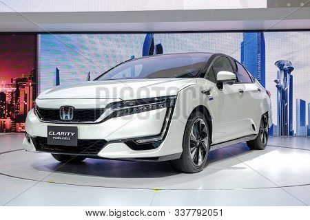 Nonthaburi-thailand Apr 2 2018: Honda Clarity Fuel Cell, Electrick Car Show On Display At The 39th B