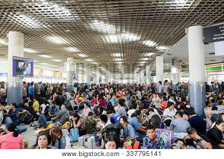 Bangkok-thailand Apr 11 2018: Density Of People In 3rd Floor (northeast Zone) Of Mo Chit 2 Station F