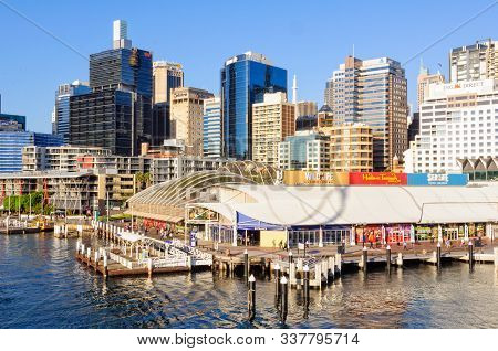 Sydney, Nsw, Australia - November 24, 2015: Aquarium Wharf Next To The Historic Pier 26 And In Font