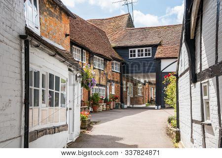 Grade Ii Listed Buildings In An Alleyway, Old Amersham, Buckinghamshire,england,