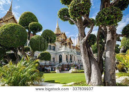 Bangkok, Thailand - November 29, 2019: The Grand Palace Is A Complex Of Buildings And Official Resid