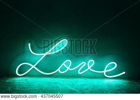 Green Neon Sign Love. Trendy Style. Neon Sign. Custom Neon. Home Decor.