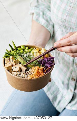 Takeaway vegan poke bowl photography