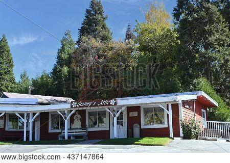 OAK GLEN, CALIFORNIA - 10 OCT 2021: Grannys Attic at Parrish Pioneer Ranch a gift shop at the popular tourist stop.