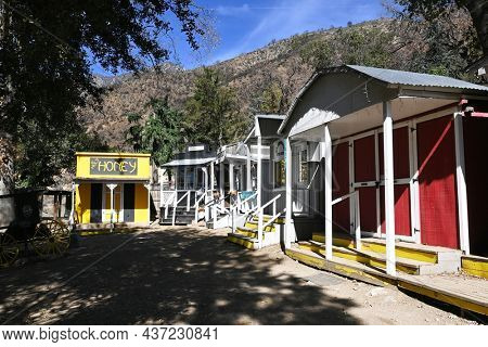 OAK GLEN, CALIFORNIA - 10 OCT 2021: The Artisan Village at Oak Tree Mountain and offers the largest variety of shops, restaurants, entertaimnent and a petting farm.