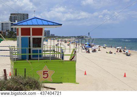 Pompano Beach, Fl, Usa - July 2, 2021: Pompano Beach Atlantic Ocean Coast Looking North Toward The H