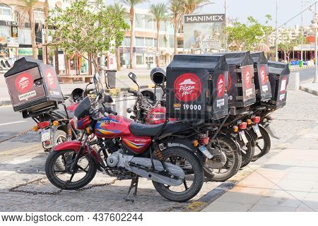 Pizza Hut Food Delivery Motorcycles. Transport Equipped For The Transportation Of Ready Meals. Deliv