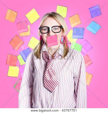 Weibliche Admin Clerk überschwemmt mit Multitasking-Jobs