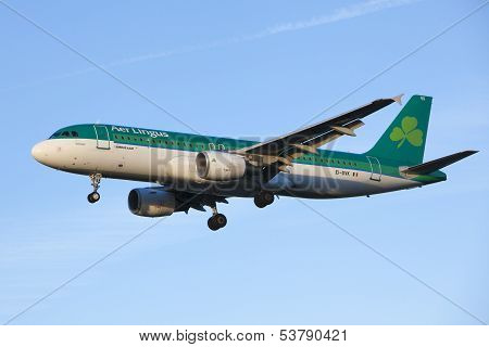 Aer Lingus aircraft landing