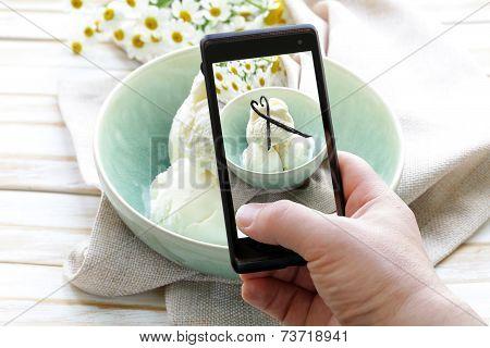 smartphone shot food photo - vanilla ice cream with natural vanilla sticks