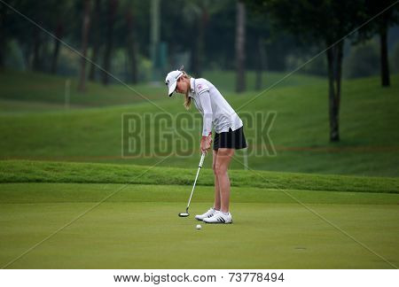 KUALA LUMPUR, MALAYSIA - OCTOBER 11, 2014: Paula Creamer of the USA putts on the green of the third hole of the KL Golf & Country Club during the 2014 Sime Darby LPGA Malaysia got tournament.