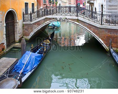 Venice. The Bridge Between Houses