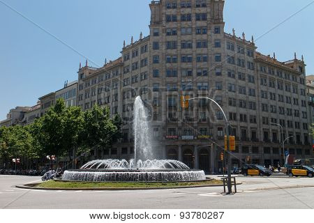 Barcelona, Catalunya- June 12Th 2015: Street View Cross Of Passeig De Gracia And Gran Via