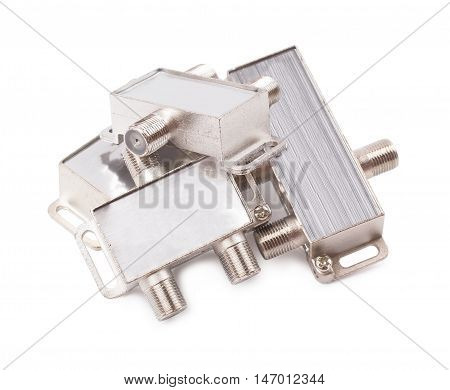 Splitter for an antenna cable isolated s
