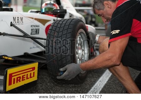 Vallelunga, Rome, Italy. September 10Th 2016. Formula 4 Championship, Mechanic And Wet Racing Tire