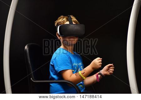 Virtual Reality Samsung Gear Vr Headset And Hand Controls
