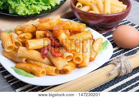 Rigatoni Pasta, Seasoned With Pepper And Arugula