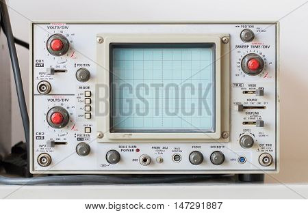 Old Oscilloscope, Technical Equipment