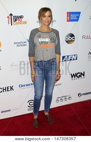 LOS ANGELES - SEP 9:  Kristen Wiig at the 5th Biennial Stand Up To Cancer at the Walt Disney Concert Hall on September 9, 2016 in Los Angeles, CA