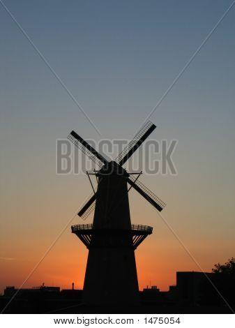 07_03_Windmill_Portrait_Close