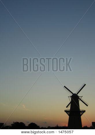 07_02_Windmill_Portrait