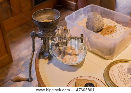 Photo of mettal flour manual grinding equipment